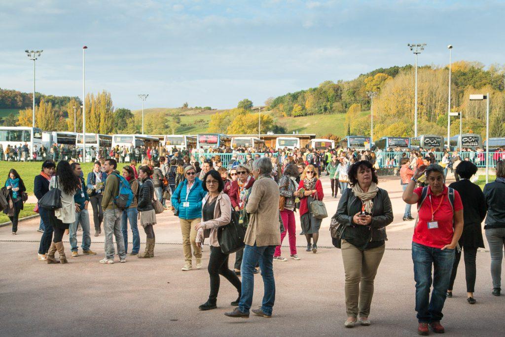 3000 personnes venues de tout le département se rendent au Festival de la Relation, organisé sur le site du Lycée St Marc à Nivolas Vermelle.